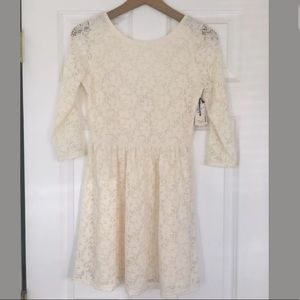 Forever 21 white lace dress size Small. Open back